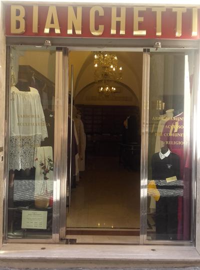 Paramenti sacri abbigliamento liturgico ed abiti religiosi for Arredi sacri roma